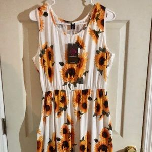 NWT Sleeveless Sunflower Maxi Dress 2X